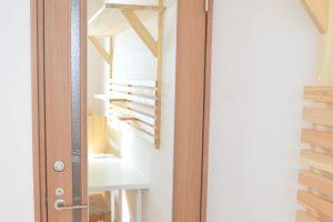 米沢女子短期大学・米沢栄養大学生 女性専用シェアハウス「ぴーちぇすハウス」ドア