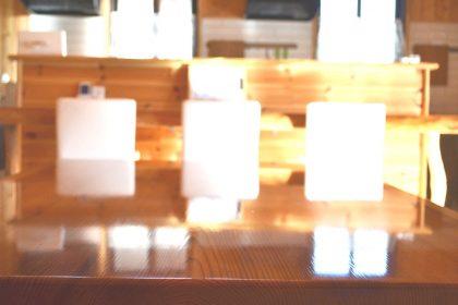 米沢女子短期大学・米沢栄養大学生 女性専用シェアハウス「ぴーちぇすハウス」リビングテーブル