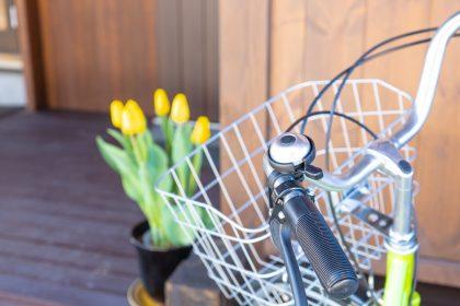 入居学生用の共用自転車カゴ付き