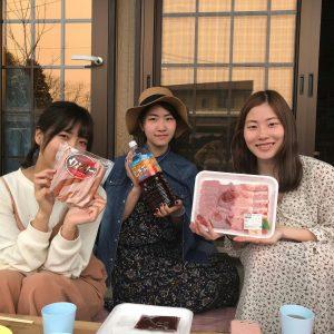 ぴーちぇすハウスで楽しそうに生活する米短生たち