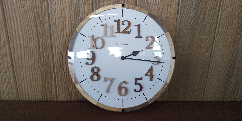 おしゃれな電波時計をポーチに設置