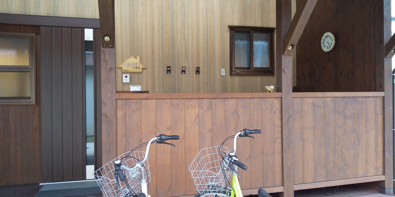 ぴーちぇすハウスのポーチと電波時計